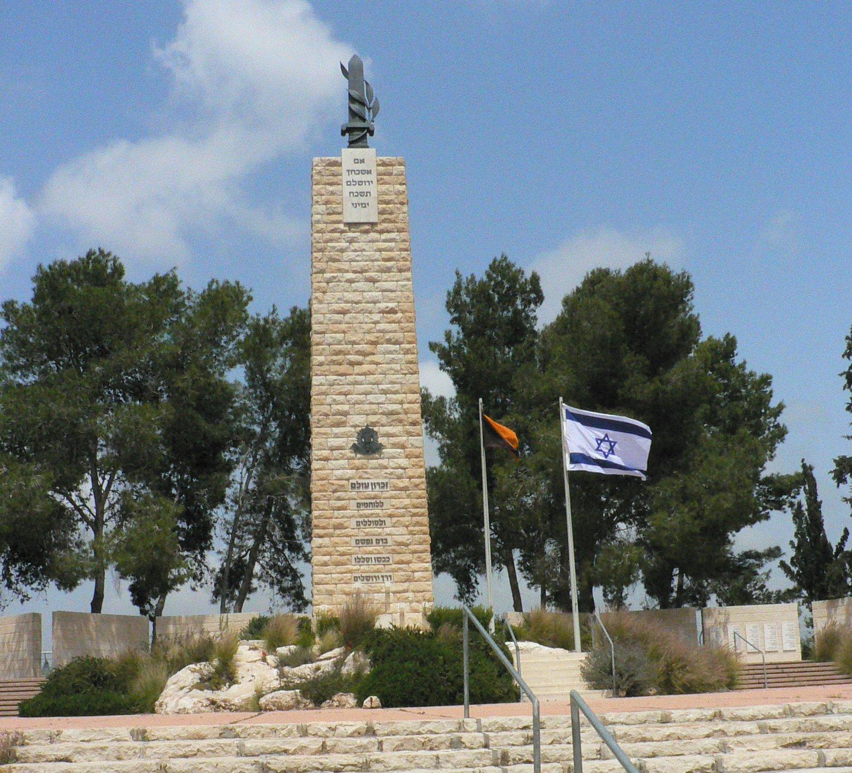 האנדרטאות של שער הגיא – ישראל רוזנסון ויוסי שפייר